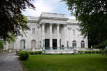 Save 5%! Newport Mansions and Waterfront Sightseeing Tour from Boston